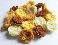 Felt flower Shapes. Set of 20 pieces by PlanetaCostura