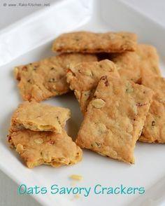 savory oats crackers (gonna make gluten free oat crackers Sausage Biscuits, Savoury Biscuits, Savoury Baking, Cookies Et Biscuits, Sausage Gravy, Savory Crackers Recipe, Homemade Crackers, Savory Snacks, Savory Oatmeal Recipes