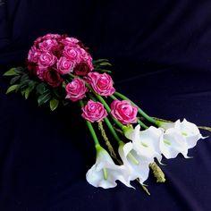Kompozycja nagrobna z kaliami i różami Disney Princess Characters, Wall Of Fame, Fall Flowers, Ikebana, Flower Decorations, Funeral, Floral Arrangements, Wedding Bouquets, Floral Design