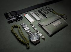Everyday Carry - What are your EDC essentials? Edc Carry, Edc Essentials, Edc Bag, Gadgets, Minimalist Bag, What's In Your Bag, Everyday Carry, Types Of Shoes, Michael Kors Watch