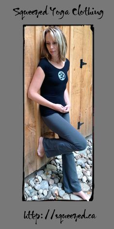 Black Stretch Tee and Asphalt Yoga Pants http://squeezed.ca #yoga