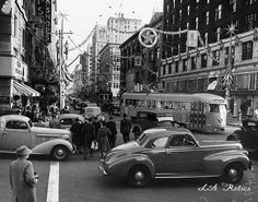 Christmas at 7th and Grand in the 1940s. Source: LAPL