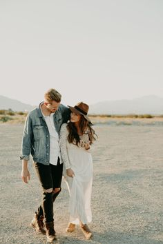 Nov 2019 - Couples session inspiration including posing ideas and outfit inspiration at Cultivate Workshop in Palm Springs with Emily Magers Photography and Dawn Charles Engagement Session, Engagement Photo Outfits, Engagement Photo Inspiration, Engagements, Engagement Photography, Clothing Photography, Couple Photography Poses, Husband And Wife Love, Fashion Couple