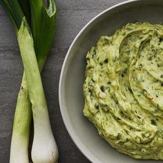 Rostad ramslöksdipp | Recept ICA.se Chutney, Lchf, Hummus, Pesto, Cabbage, Grilling, Yummy Food, Vegetables, Recipes