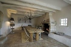 Casa na zona rural de Nimes, Franca - Josephine Ryan Provence Style, Provence France, Antique Interior, Vogue, Built In Bench, Living Styles, Cozy Cottage, Historic Homes, Decoration
