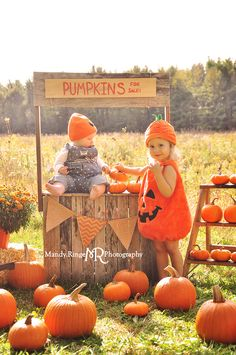 Pumpkin Stand styled mini session // Outdoors with a prairie backdrop, a wooden … – Modern Design - Modern Christmas Photography Kids, Halloween Photography, Autumn Photography, Halloween Mini Session, Photo Halloween, Fall Halloween, Fall Mini Sessions, Christmas Mini Sessions, Pumpkins For Sale