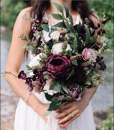 I like the colors of this bridal bouqet
