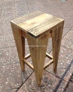 The pallet stool is a very basic object in-house fixture which is used for unique purposes in the house. The pallet stool is a casual object inside the. Pallet Bar Stools, Pallet Stool, Wooden Pallet Furniture, Wooden Pallets, Rustic Furniture, Diy Furniture, Pallet Tables, Furniture Plans, Pallet Seating