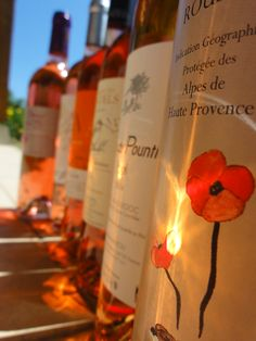 Les vins de l'été, les rosés de toutes les meilleures régions de France. #rosé #vin #languedoc #provence #lot #saintchinian #gascogne #caveosaveurs