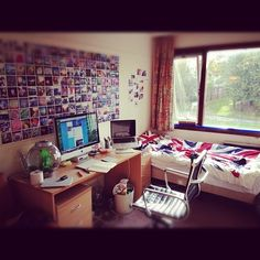 Source: jacksgap - http://jacksgap.tumblr.com/post/34636079228/internet-meet-my-uni-room