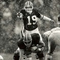 I meant Bernie Kosar He was so funny!Go Browns! Cleveland Browns History, Cleveland Browns Football, Nfl Football, American Football, Football Helmets, School Football, Football Stuff, Go Browns, Browns Fans