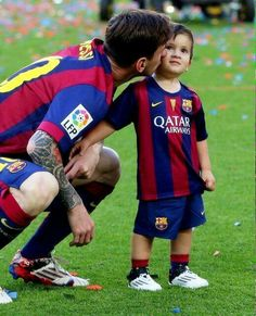 Lionel Messi & his son, Thiago Lionel Messi, Fc Barcelona, Real Madrid, Messi 2015, Cr7 Junior, God Of Football, Argentina National Team, Messi Soccer, Good Soccer Players