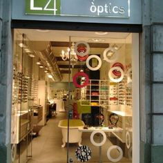 Barcelona, Optical Window, we Love the bathtub in the center of the store