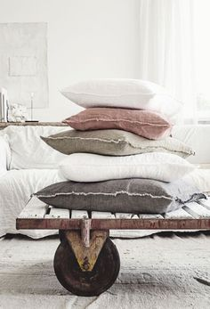 9 Valiant Clever Tips: Decorative Pillows Red Colour decorative pillows blue patterns.Decorative Pillows Covers No Sew white decorative pillows rugs.Decorative Pillows With Buttons Sew. Interior Pastel, Vibeke Design, Home Decoracion, White Decorative Pillows, Futons, Home And Deco, Linen Bedding, Linen Pillows, Owl Pillows