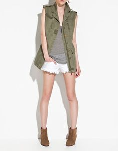 Army jacket style vest. By the way if you have Zara near you, go in. Me and Oscar went yesterday and zara is killing it for spring.