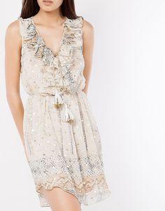 Τυπωμενο αμανικο φορεμα απο μουσελινα με χρυσεΣ βουλεΣ, λεπτομερεια με self-tie δεσιμο μπροστα και λαστιχο στη μεση. Σε ανετη γραμμη bsb 89,90E