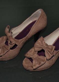 Kaufe meinen Artikel bei #Kleiderkreisel http://www.kleiderkreisel.de/damenschuhe/hohe-schuhe/103541730-pumps-taupe-gr-39