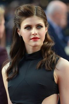 Looking for a Alexandra Daddario Naked Photos? Look at latest 66 BEST ★ Alexandra Daddario ★ 2018 ✔ Nude Pics ✔ Real Leaked Photos ✔ Fake Pictures ✔ Sex Tapes ➤ Quality photo in the greatest online collection at Ukphotosafari Hollywood Celebrities, Hollywood Actresses, Beautiful Celebrities, Beautiful Actresses, Alexandra Anna Daddario, Actrices Hollywood, Cara Delevingne, Zendaya, Mode Outfits