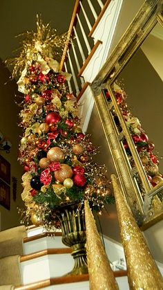 Entry way tree - Beautiful! Don't know why I love looking at & decorating for Christmas, it's not like anyone ever comes over to see it! lol