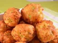 PARJOLUTE CU DOVLECEI Cauliflower, Zucchini, Cake Recipes, Ricotta, Food And Drink, Cooking Recipes, Vegetables, Food Cakes, Dinner