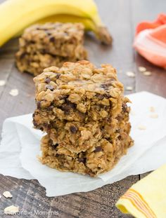 Peanut Butter Banana Chocolate Chip Oat Bars are flourless, contain no refined sugar, and come together in less than 10 minutes in one bowl!