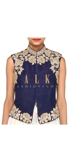 Navy blue blouse adorn in zari embroidery only on Kalki Choli Designs, Saree Blouse Designs, Blouse Patterns, Classy Outfits, Beautiful Outfits, Casual Outfits, Navy Blue Blouse, Indian Wear, Indian Outfits