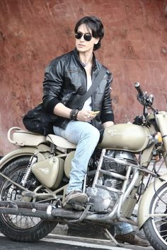 Tiger Shroff on a Royal Enfield Bullet Tiger Shroff Body, Superstar, Tiger Love, Royal Enfield Bullet, Bollywood Pictures, Maya Ali, Indian Star, Actor Picture, Star Wars