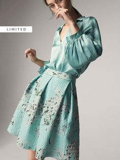 Women's skirts for Spring Summer 2019 at Massimo Dutti, must-haves this season. Checked, wrap, pleated, corduroy or leather skirts for a contemporary style. Floral Print Skirt, Floral Prints, Opal Color, The Dress, Look Fashion, Casual Chic, Wrap Dress, Spring Summer, Aw 2017