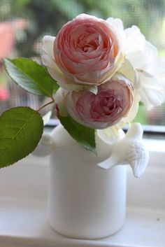 More pink flowers in white vace and look at the little birds on the sides - how sweet!.