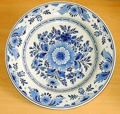 Wandteller Delft de Porceleyne Fles 35 cm gross alt Fine Porcelain, Porcelain Ceramics, Ceramic Pottery, Blue And White China, Blue China, Delft, Cristo Vivo, Blue Dinnerware, Glazed Tiles