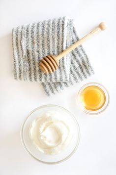 I have just the thing! This DIY yogurt + honey hair mask is made with 2 ingredients that'll keep your hair looking great! Dry Frizzy Hair, Hair Mask For Damaged Hair, Hair Masks, Yogurt Hair Mask, Deep Conditioning Hair Mask, Green Dot, Diy Mask, Lip Care, Diy Hairstyles