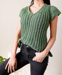 Crochet Twist, Crochet Basics, Crochet Ideas, Crochet Patterns, Mushroom Pasta, Lightweight Cardigan, Top Pattern, V Neck Tops, Breeze