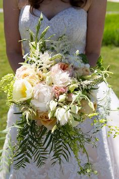 A garden rose and peony bouquet | @kisakoenig | Brides.com