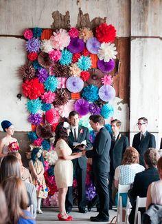 Parasol feestje! Niet alleen is dit leuk voor op je ceremonie. Elke saai hoekje van je bruiloft maak je sprankelend!