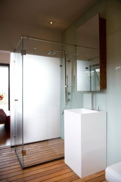 Wood floor bathroom  House Serengeti by Nico van der Meulen Architects