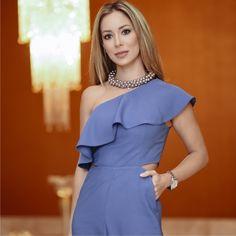 Details! Macacão azul Niágara de um ombro só + babados + fendas Inverno 17 @reginasalomao. Escolha da F🌟Hits Helena Lunardelli (@helena_lunardelli) para conferir a semana de moda em Minas ao lado da Regina Salomão.💙    Macacão:: 1171520    #reginasalomao #inverno2017 #Soul #SeeMoreBeMore #getthelook #azul #niagara #ombrosamostra #fendas #minastrend #semanademoda #fhits