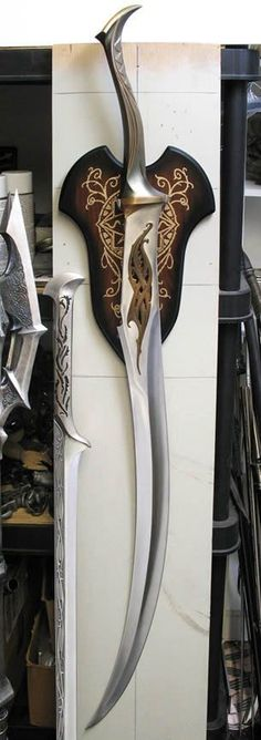 This sword looks Elven and light. This could be used for one of my characters as i would be able to swing the sword fast and be either dual wielded or used with magic Fantasy Sword, Fantasy Weapons, Swords And Daggers, Knives And Swords, Cool Swords, Sword Design, Medieval Weapons, Cool Knives, Arm Armor
