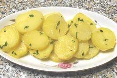 Le patate prezzemolate sono un contorno delicato e molto semplice da preparare. Possono accompagnare ottimi secondi piatti sia calde che fredde in estate.