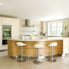Classy spacious cream kitchen with matching breakfast bar stools. Sofia bar stools available from Simply Bar Stools Curved Kitchen Island, Open Plan Kitchen, Kitchen Islands, Kitchen Living, New Kitchen, Kitchen Modern, Kitchen Interior, Kitchen Decor, Kitchen Ideas