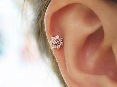 14 K aus massivem Gold piercing/Flower Piercing/Piercing Tragus Ohrring/Knorpel Ohrring/Helix piercing/Tragus piercing/Flower piercing/Gold/Muschel