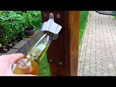 Flesopener / bieropener met sterke magneet - Magnetenkopen.nl - YouTube