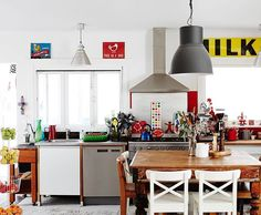 Hats off to amazing Ruth Bruten aka @gourmetgirlfriend , who has FIVE boys aged between 7 and 17 under one roof! The Bruten family home on TDF today is full of colour and creative chaos... Just the way we like it! ❤️️ shots by @annetteobrien , link in profile!