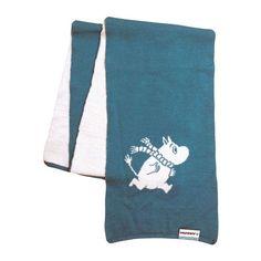 Turquoisescarf featuringMoomintroll made out of 100% merino wool. Keeps you warm even during the cold winter!TurkoosiMuumipeikko kaulahuivijoka on valmistettu 100% merinovillasta. Pitää sinut lämpimänä jopa keskellä talvea!Turkosahalsdukmed Mumintrollet gjord av 100% merinoull. Håller dig varm även mitt på vintern!