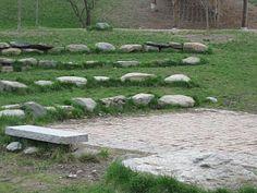 The Wonder Years: Natural Playground Photos – Natural Playground İdeas Water Playground, Backyard Playground, Backyard For Kids, Playground Ideas, Natural Play Spaces, Outdoor Learning Spaces, Outdoor Theater, Diy Garden, Garden Ideas