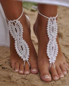 Perfect for a beach wedding - I absolutely LOVE this. Fits with the boho wedding I'd like too, so even if its not on the beach maybe!