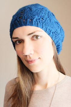 This beautiful knitted petrol blue beanie is made of 100% baby alpaca wool, decorated with an individual cable pattern.