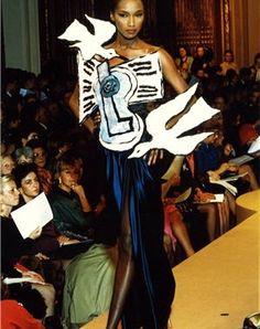 Un vestido de noche inspirado por Picasso. (Collección primavera-verano 1988 de Ives Saint Laurent.)