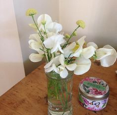 The @srkitchengarden sweet peas are blooming profusely at the moment......and the perfume is amazing! Thanks Emily for sharing this on Twitter. https://www.sarahraven.com/flowers/seeds/sweet_peas/lathyrus_odoratus_mrs_collier.htm