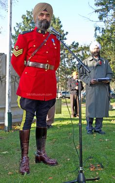 Canada's first turbaned RCMP officer, Sergeant Baltej Singh Dhillon, British Columbia Provincial Intelligence Centre, Royal Canadian Mounted Police at the 2010 Sikh Remembrance Day Ceremony Canadian Law, Canadian Things, Canadian History, Canadian Culture, All About Canada, Meanwhile In Canada, Police Uniforms, O Canada, Komplette Outfits