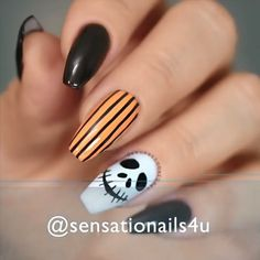 Are you looking for some uncanny Nail Art ideas for the Halloweens? Halloween is right around the corner. Are you ready for it? Do you want to check out some interesting Halloween Nails Art Design specifically designed to scare everyone? Holloween Nails, Cute Halloween Nails, Halloween Acrylic Nails, Halloween Nail Designs, Best Acrylic Nails, Fall Nail Designs, Simple Nail Designs, Acrylic Nail Designs, Halloween Halloween